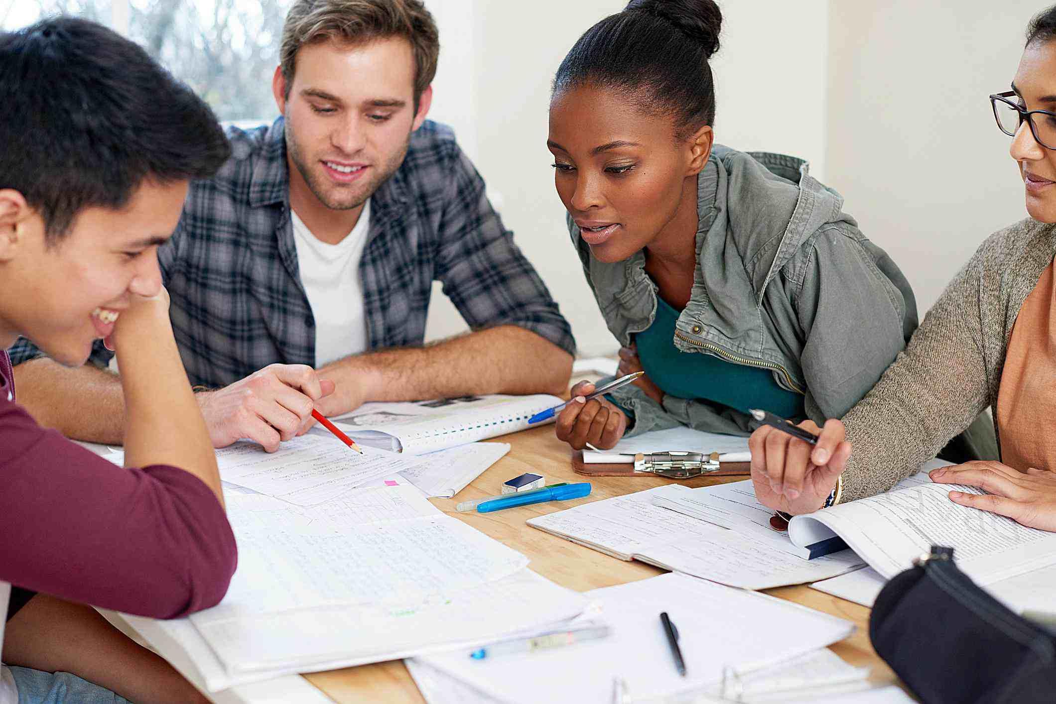 Estudiar juntos en clase