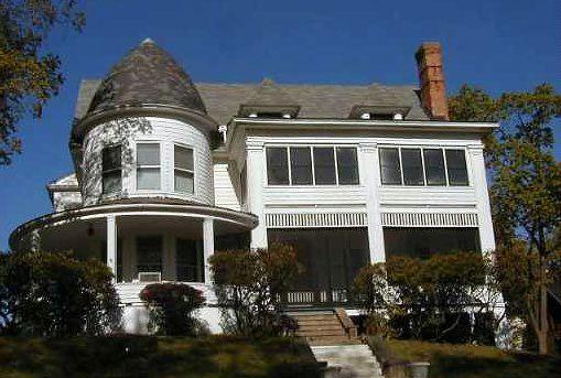 Queen Anne maison avec un style néo-colonial