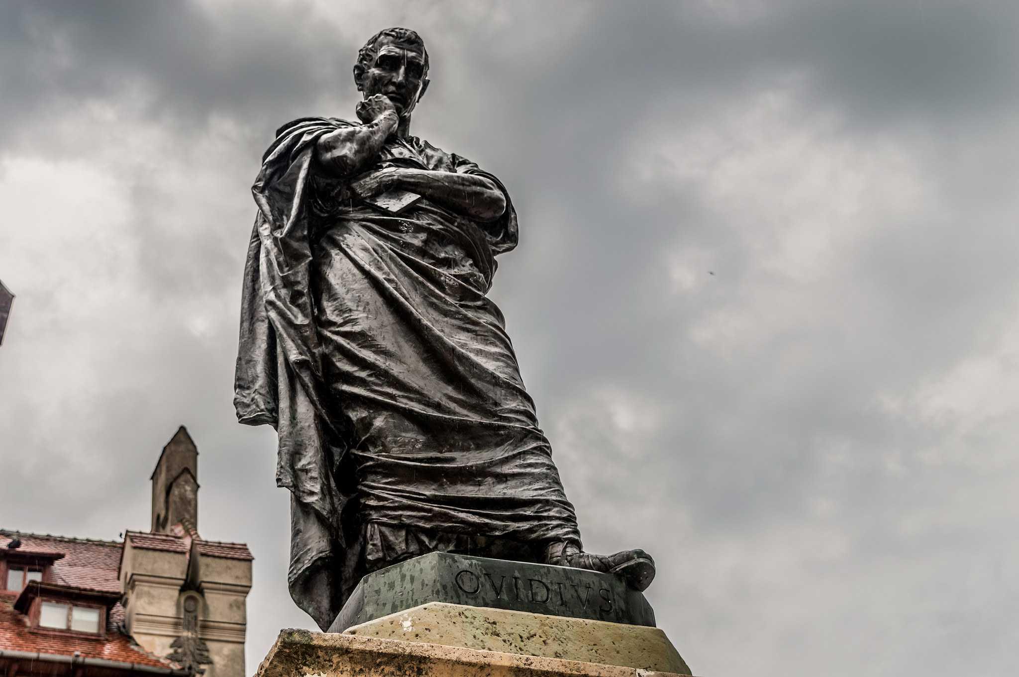 άγαλμα του Οβίδ του ποιητή