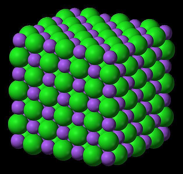 Esta es la estructura iónica tridimensional del cloruro de sodio, NaCl.