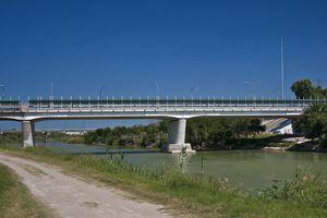 Puente internacional sobre el Río Grande
