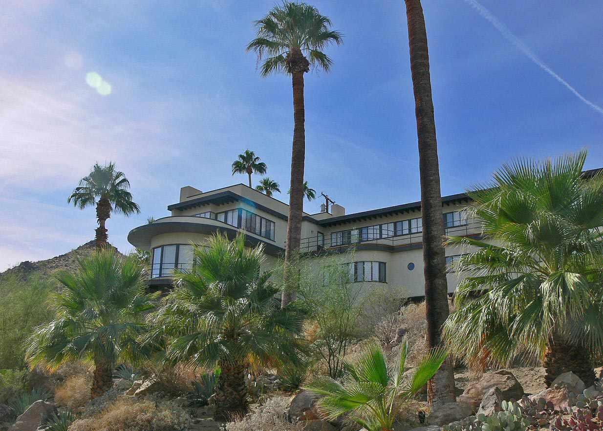 Πλοίο της ερήμου, ένα σπίτι εκσυγχρονισμού Moderne στο Παλμ Σπρινγκς της Καλιφόρνια
