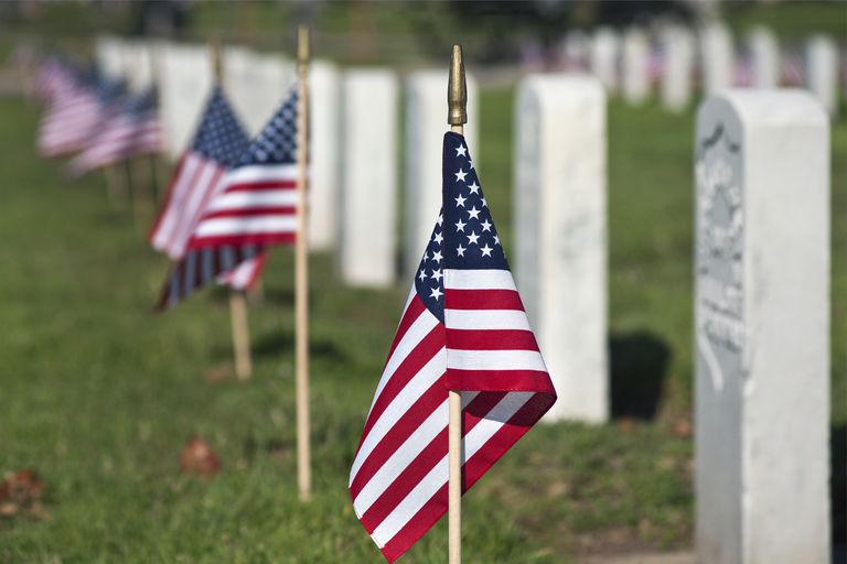 us flags at graves at veterans cemetery 58e df78c f82ba
