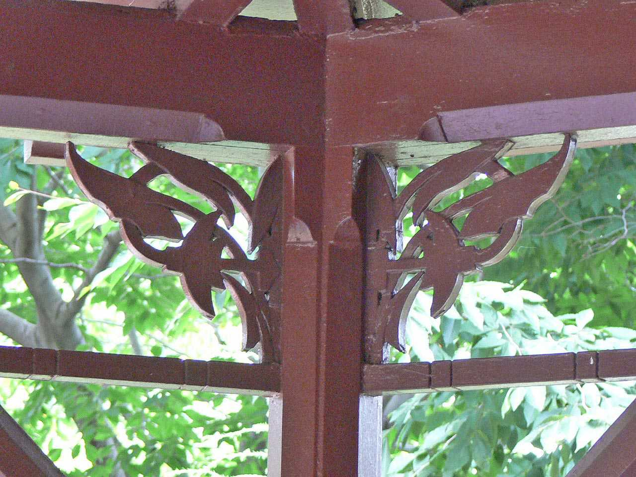 Porch pillars at the Mark Twain house are ornamented with a decorative leaf motif.