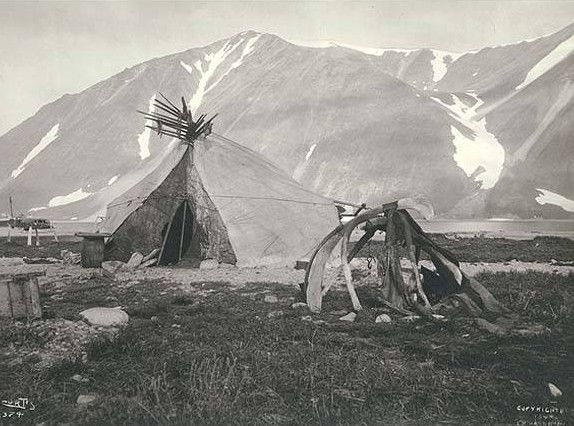 Summer Eskimo Tent House and Campfire, 1899, Plover Bay, Σιβηρία