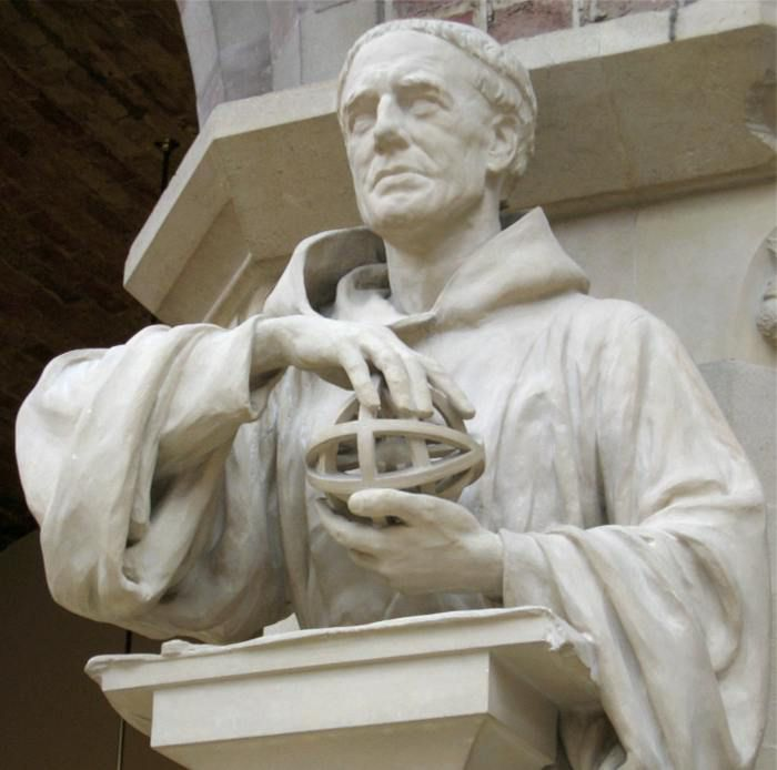 Statue of Roger Bacon at Oxford University.