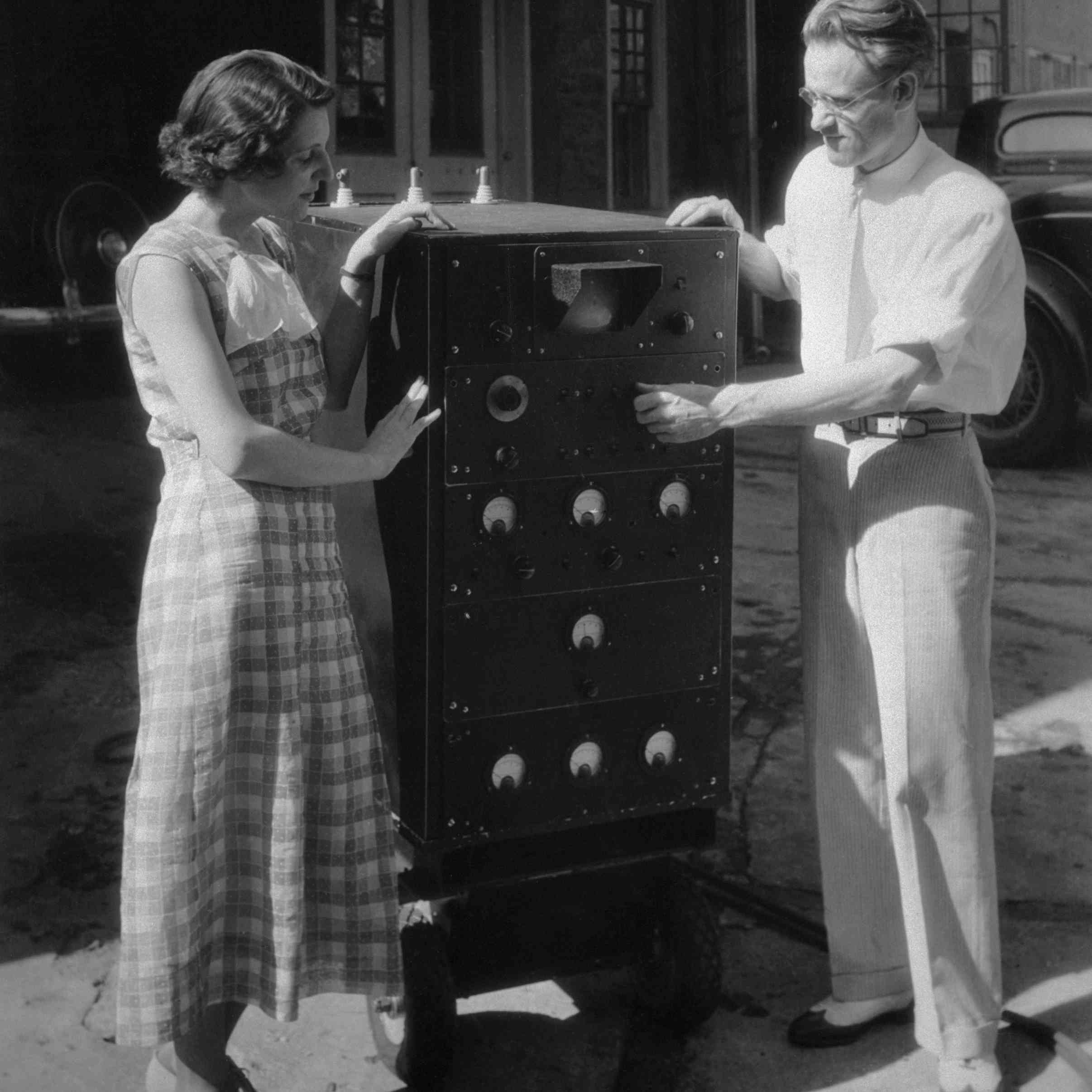 """Photograph of Philo Farnsworth explaining his television invention to his wife """"Pem"""""""