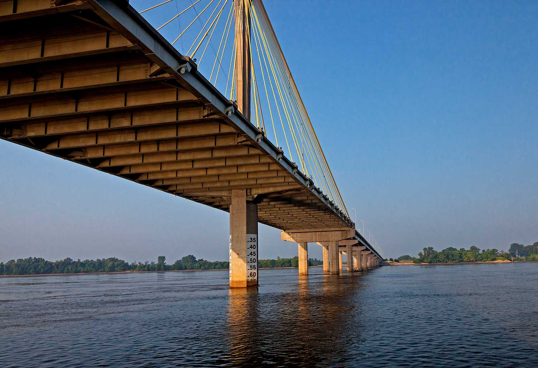 Alton Bridge Over Mississippi River, Illinois, USA