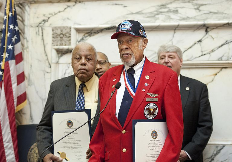 Tuskegee Airmen receiving award amongst peers in Maryland