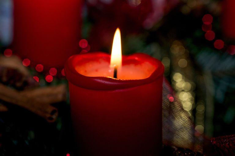 How to Light Yahrzeit Candles