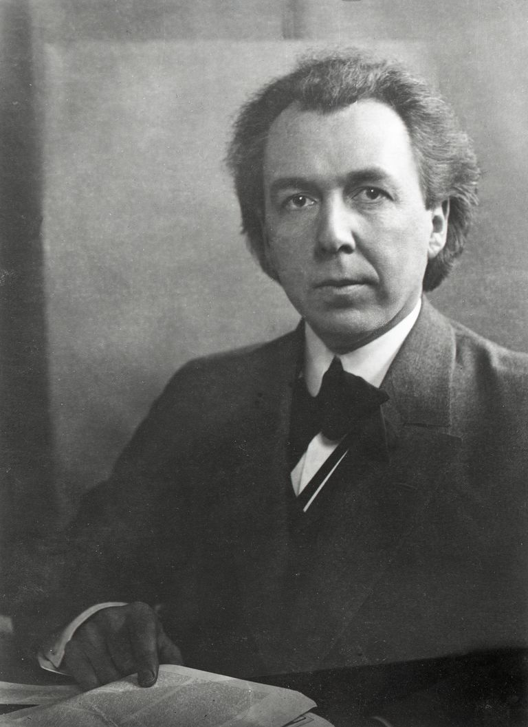 Picture Of Frank Lloyd Wright American Architect