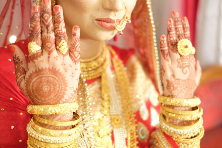 indian wedding pattern on hands