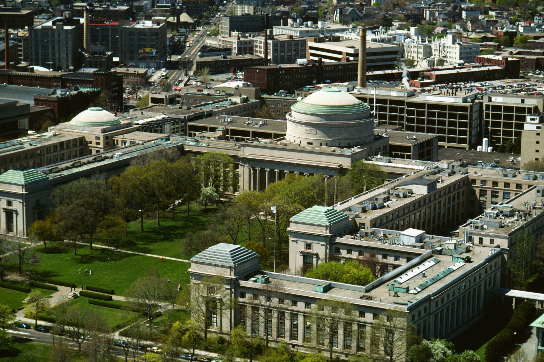 MIT. Junto con CALTECH la mejor universidad de ingeniería en EEUU.
