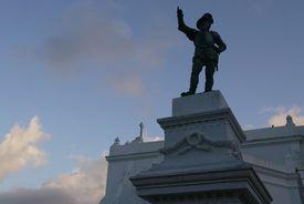 A statue of Ponce de León