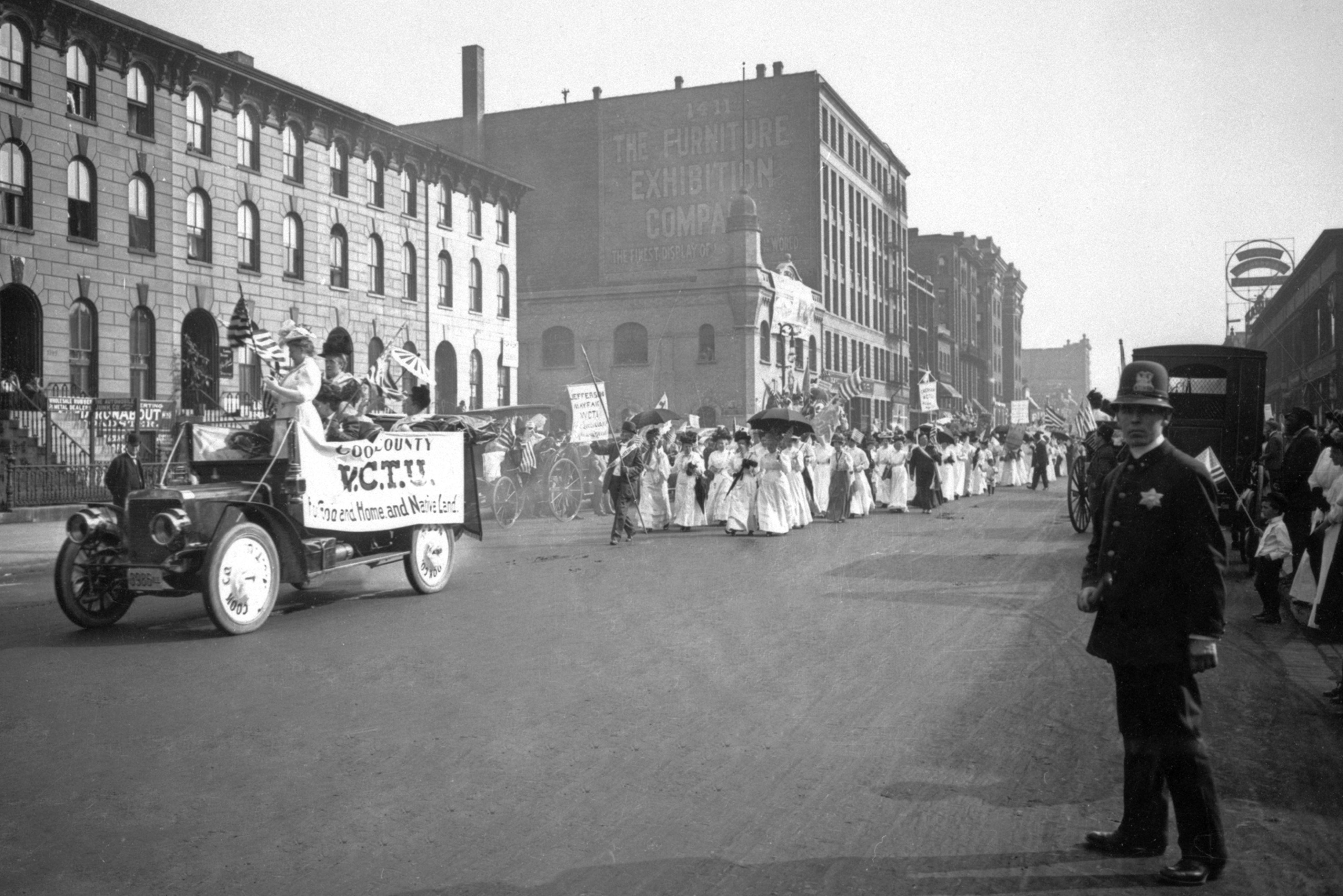 Photograph of the Temperance Parade, 1908, Chicago