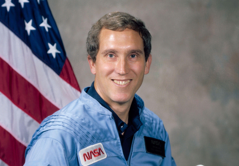 Джон Смит - астронавт пропавший в 1973 году.