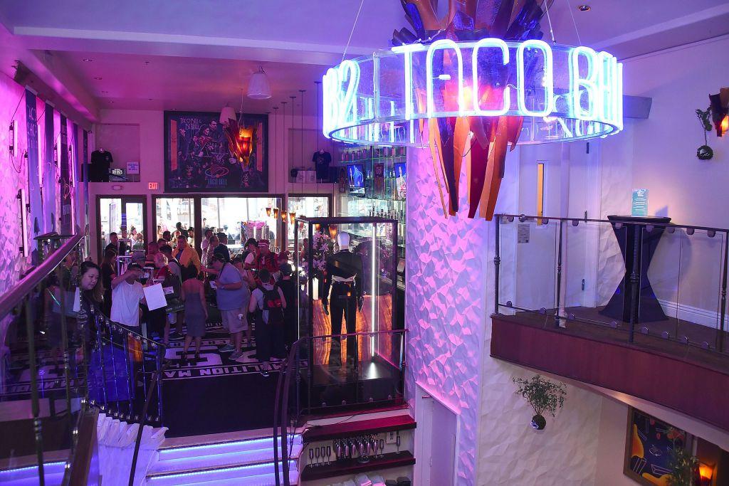 Interior de un restaurante Taco Bell