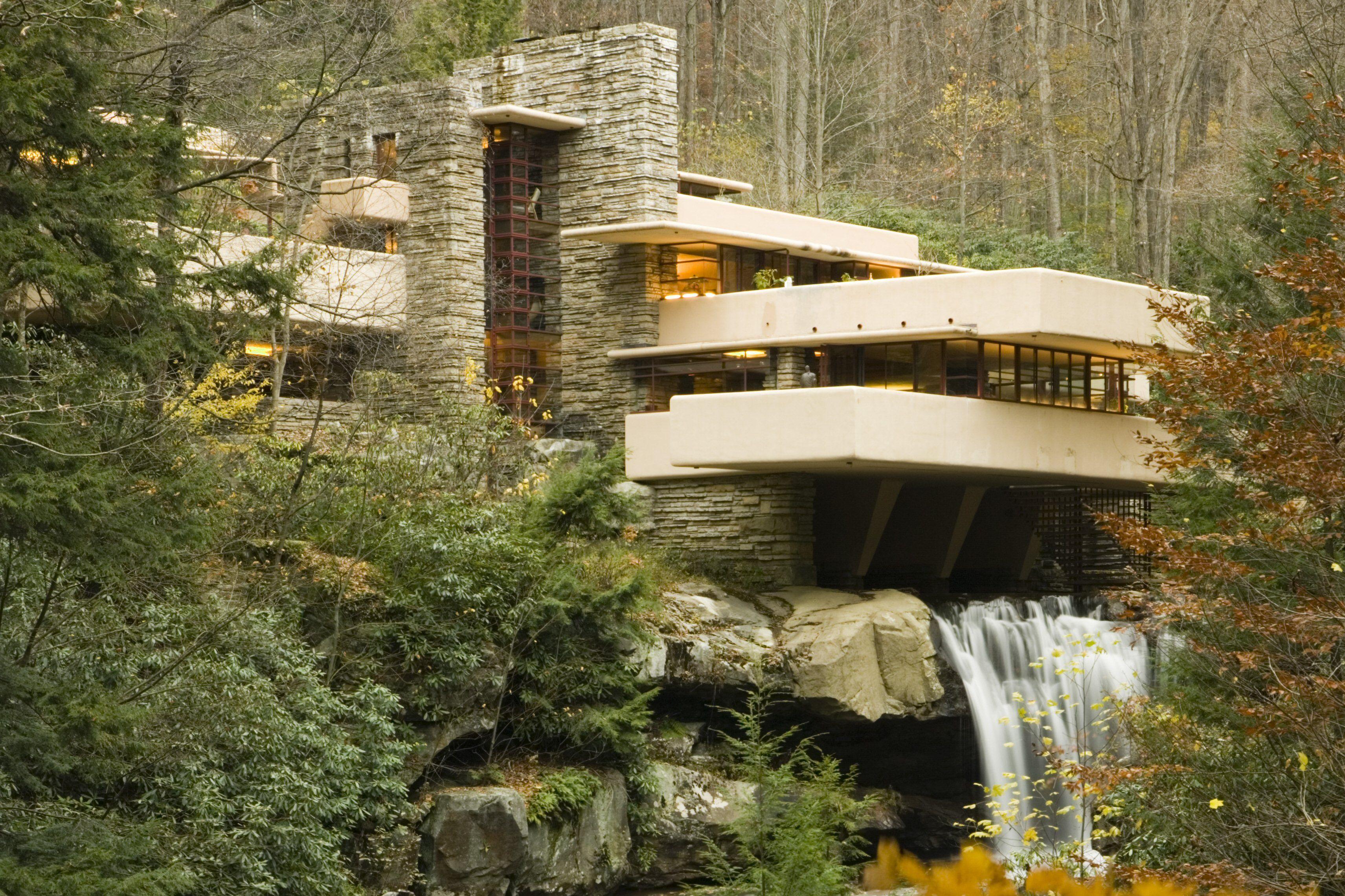 Das Fallingwater House von 1935, entworfen von Frank Lloyd Wright in Mill Run, Pennsylvania