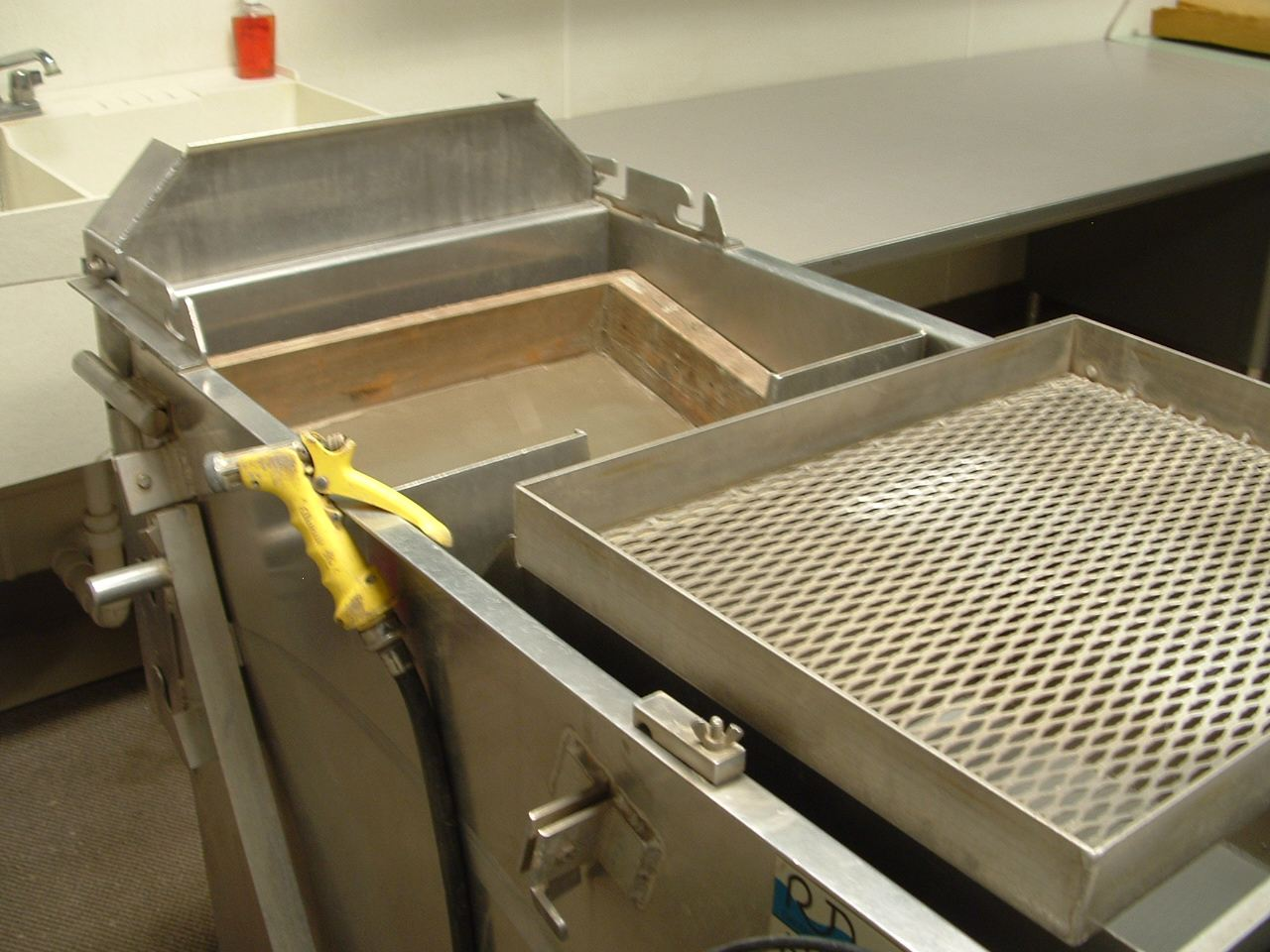 Soil samples are exposed to gentle streams of water in this water screening device