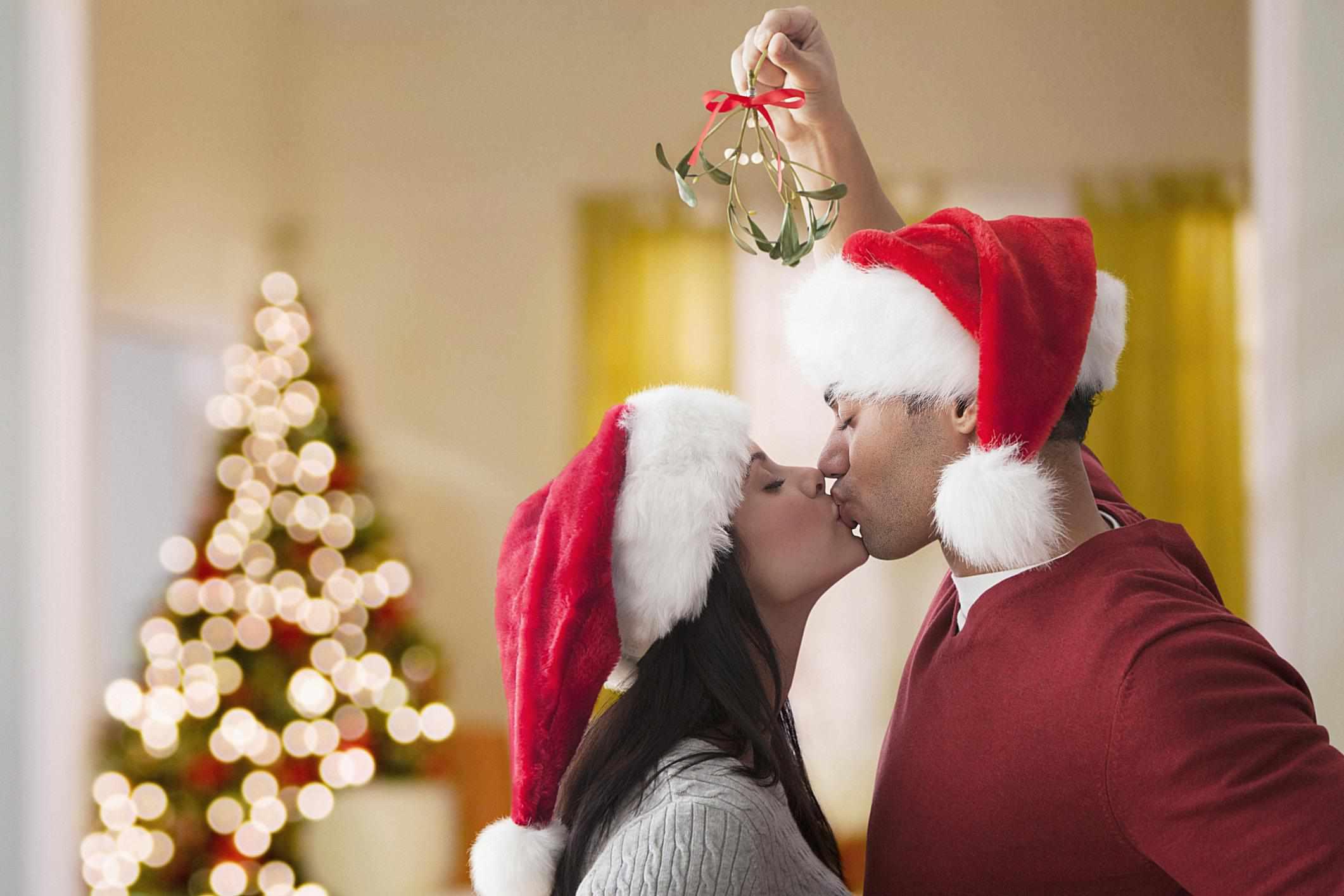 Kissing Santa - Blend Images - Jose Luis Pelaez Inc - Brand X Pictures - GettyImages-158313353