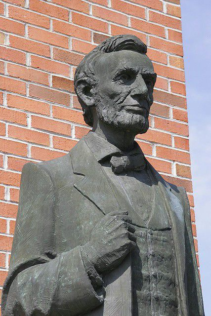 Statue at Lincoln Memorial University