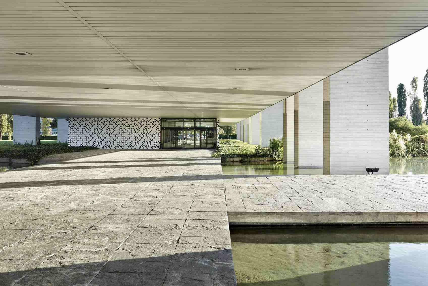Terrace of Palazzo Mondadori in Segrate, Milan, Italy, designed by Oscar Niemeyer