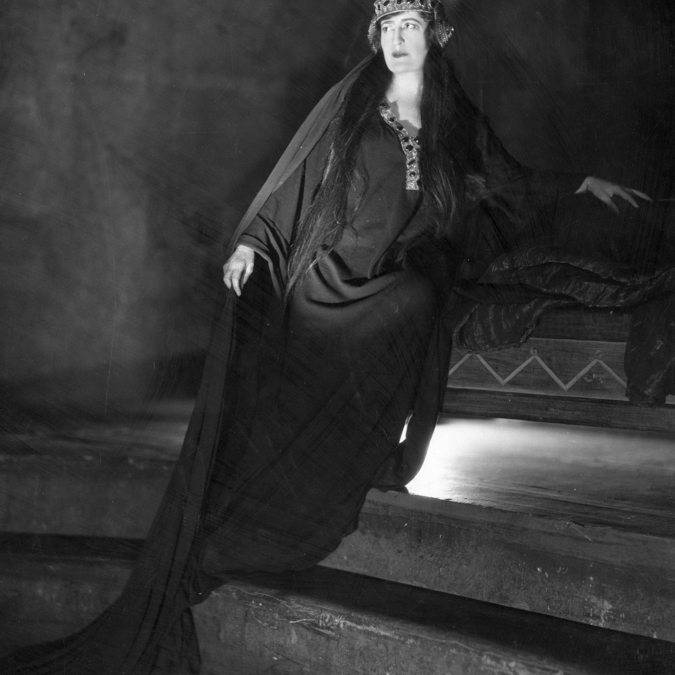 a feminist analysis of shakespeare s hamlet