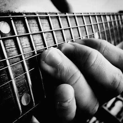 How to Get the Clearest Sound Out of Your Guitar