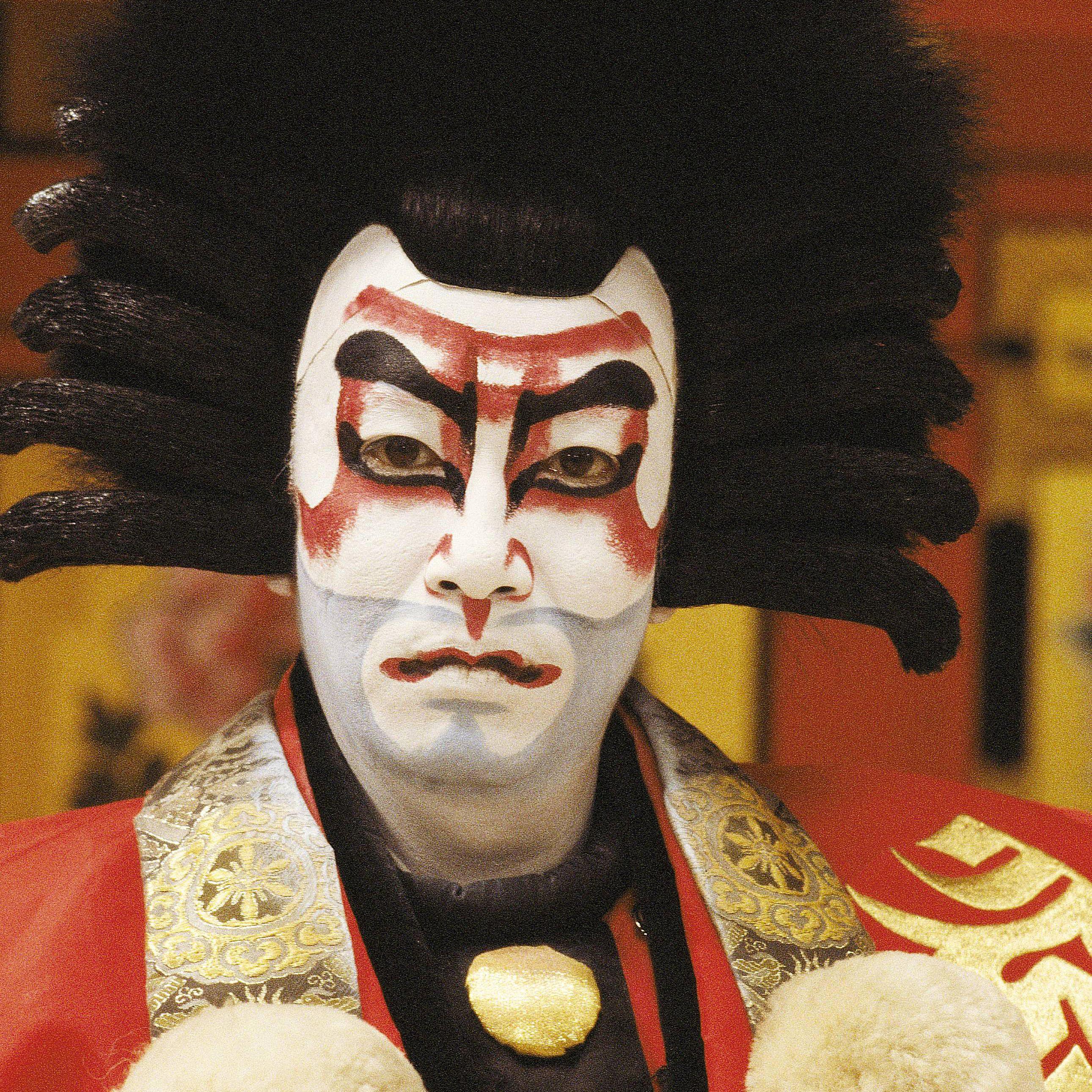 KabukiActorIchikawaEnnosukeCoQuimLlenasGetty2006.jpg