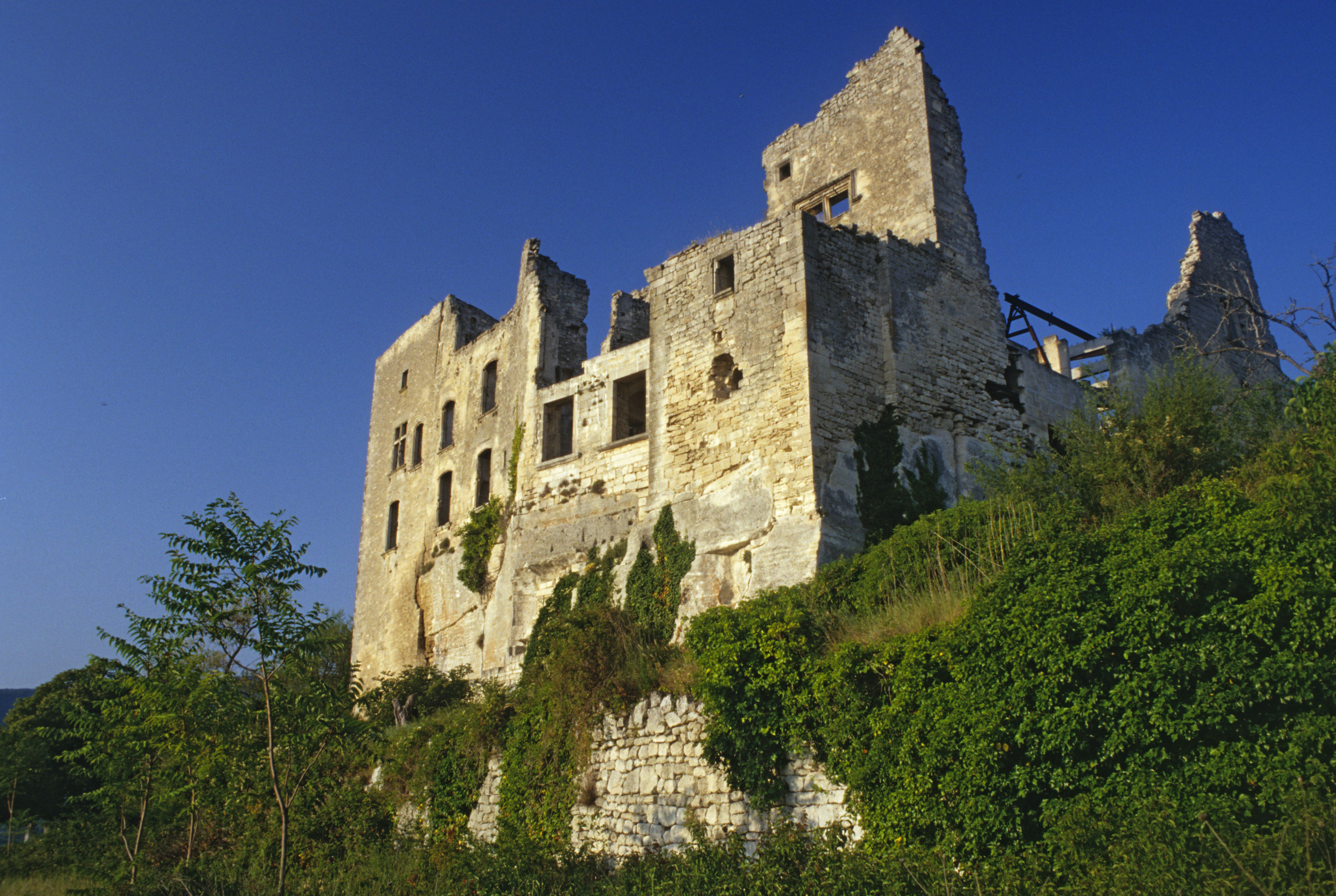 Crumbling exterior of Marquis of Sade castle in Lacoste, Luberon, Vaucluse, France