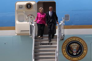President Obama and Hillary Clinton deplane from Air Force One