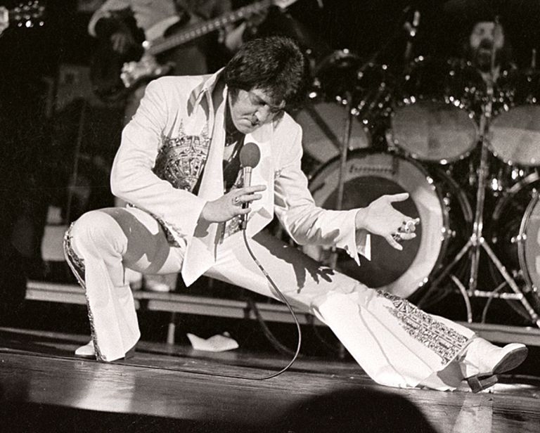"Elvis Presley ""the king"" example of an Antonomasia"