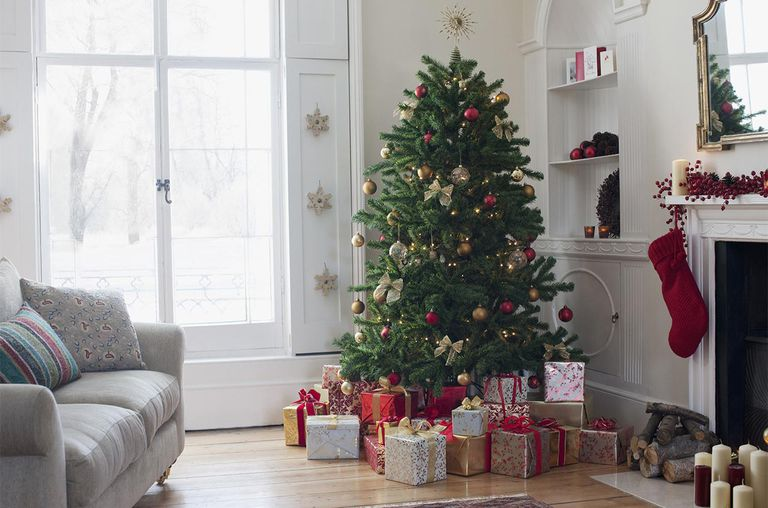 christmas tree surrounded with gifts - How Long Do Real Christmas Trees Last