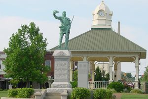 the town square in Lawrenceburg, TN with a statue of David Crockett in the center