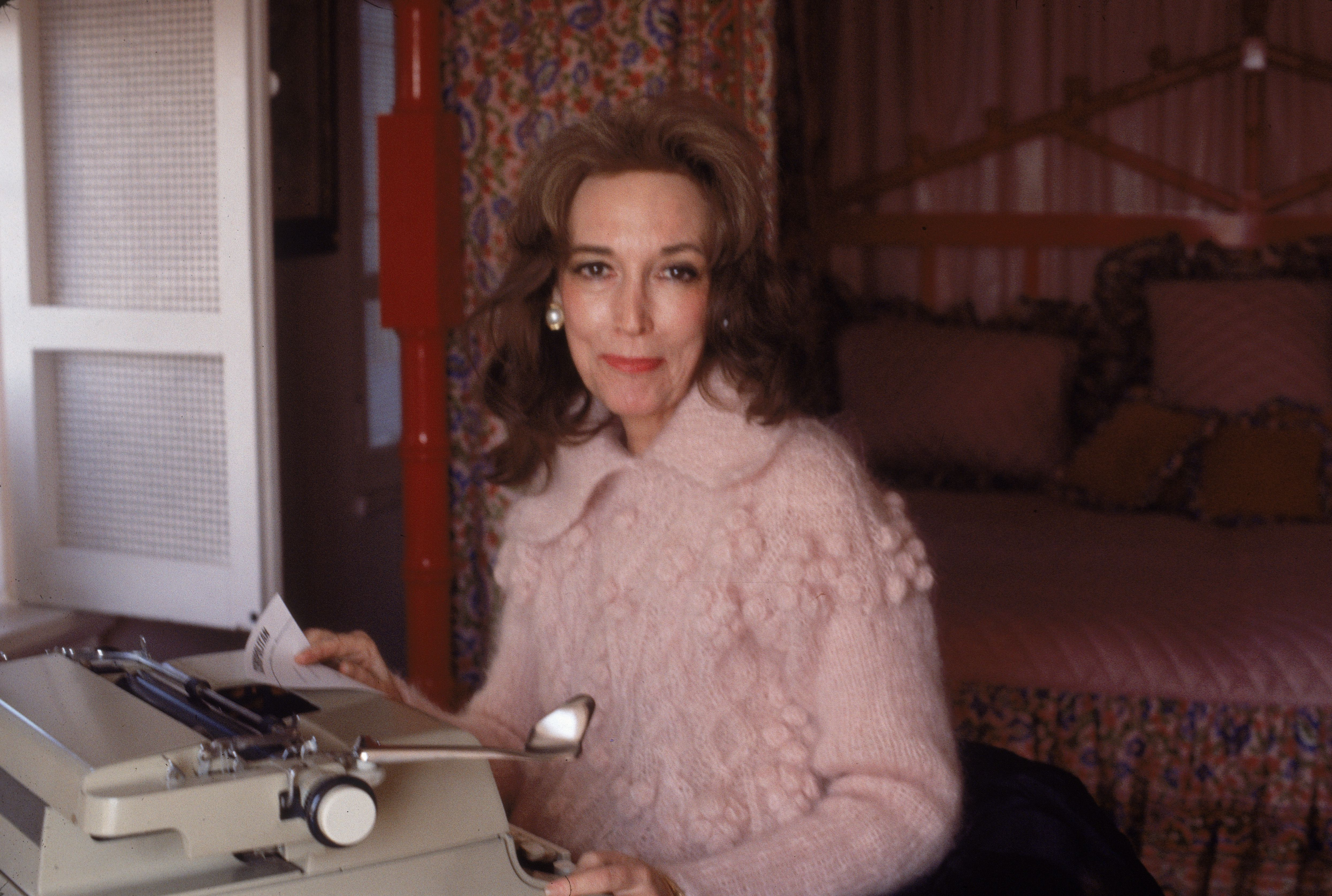 Helen Gurley Brown At Home with typewriter