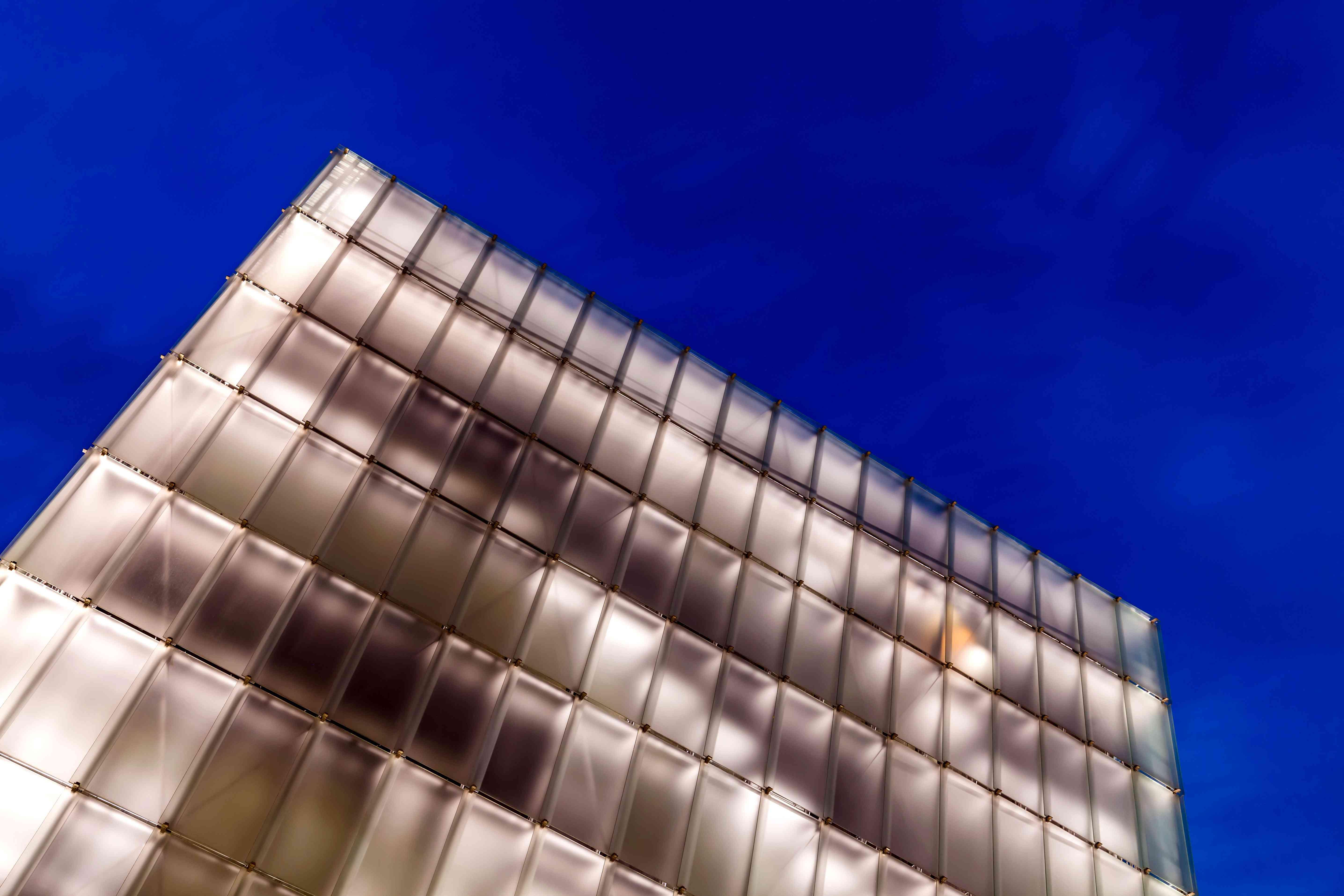 La Kunsthaus Bregenz o museo de arte contemporáneo a la luz del atardecer