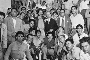 Soldiers pose with José Figueres