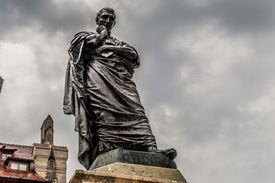 statue of Ovid the poet