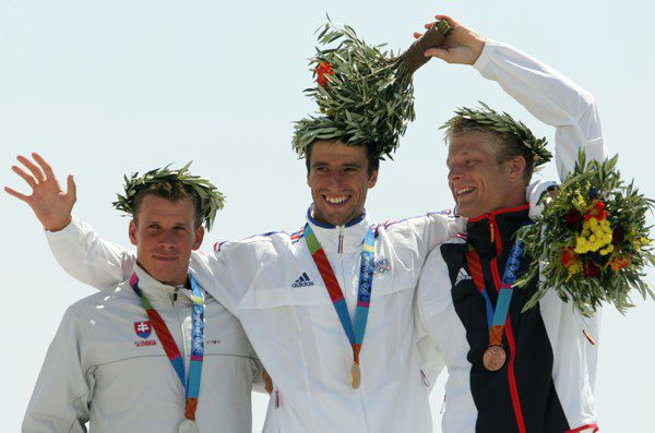 Tony Estanguet wins the gold medal in the 2004 Olympic Canoe/Kayak C-1 Slalom event.