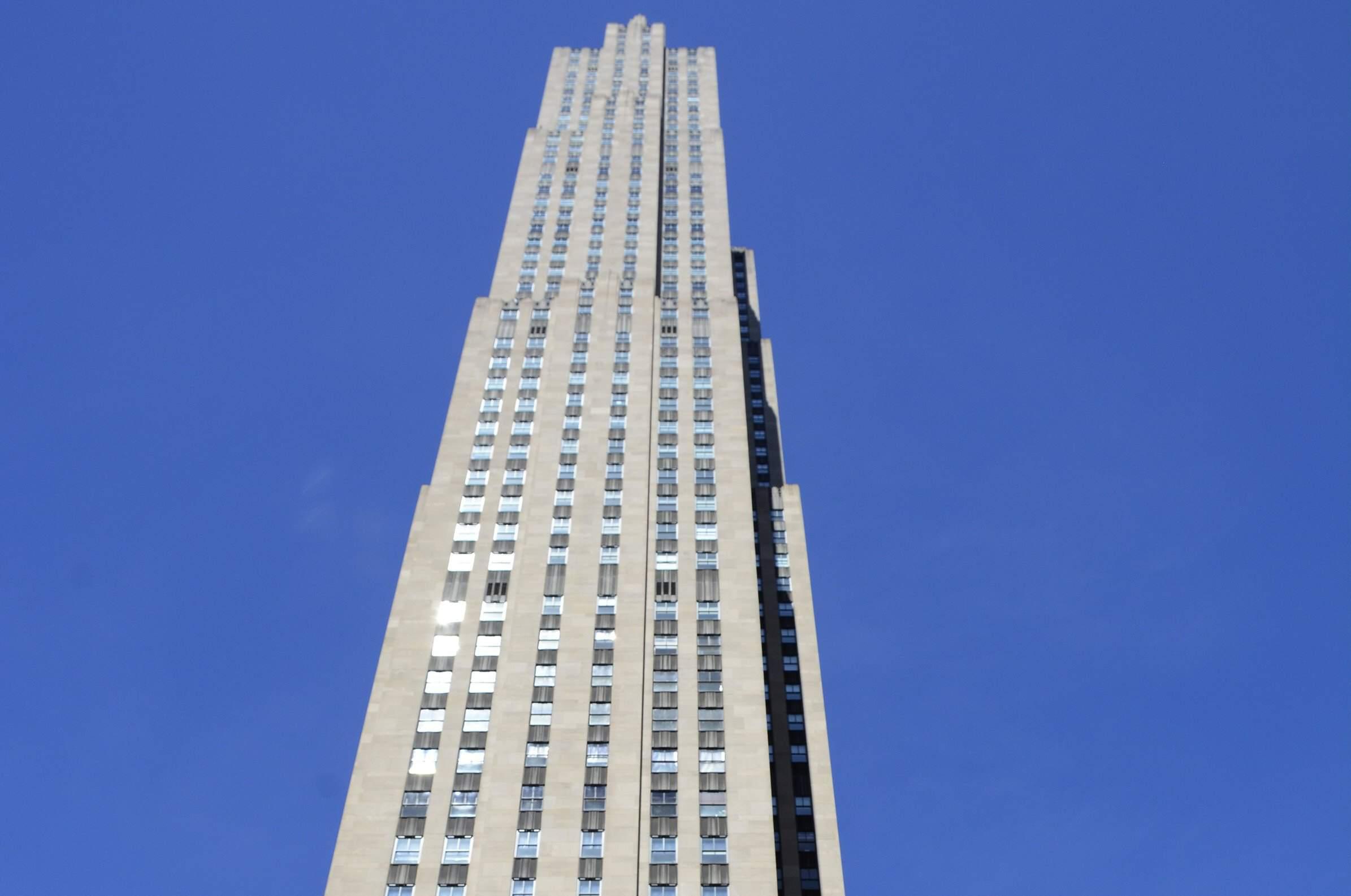 Looking up at the art deco 1933 skyscraper at Rockefeller Center