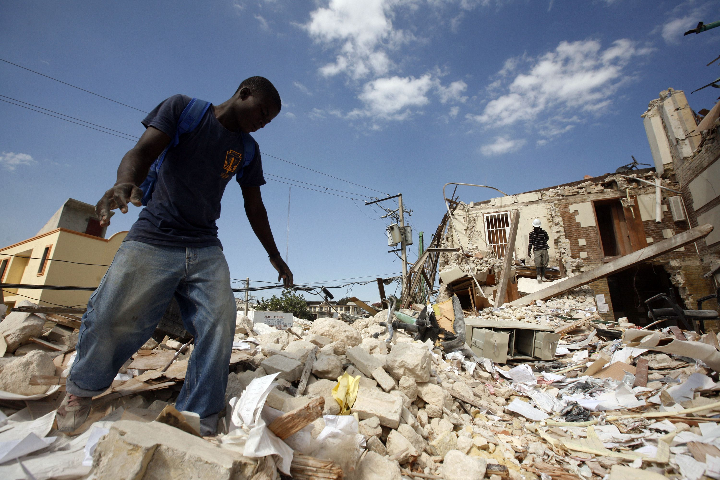 devastating earthquake ravaged haiti - HD 3000×2000