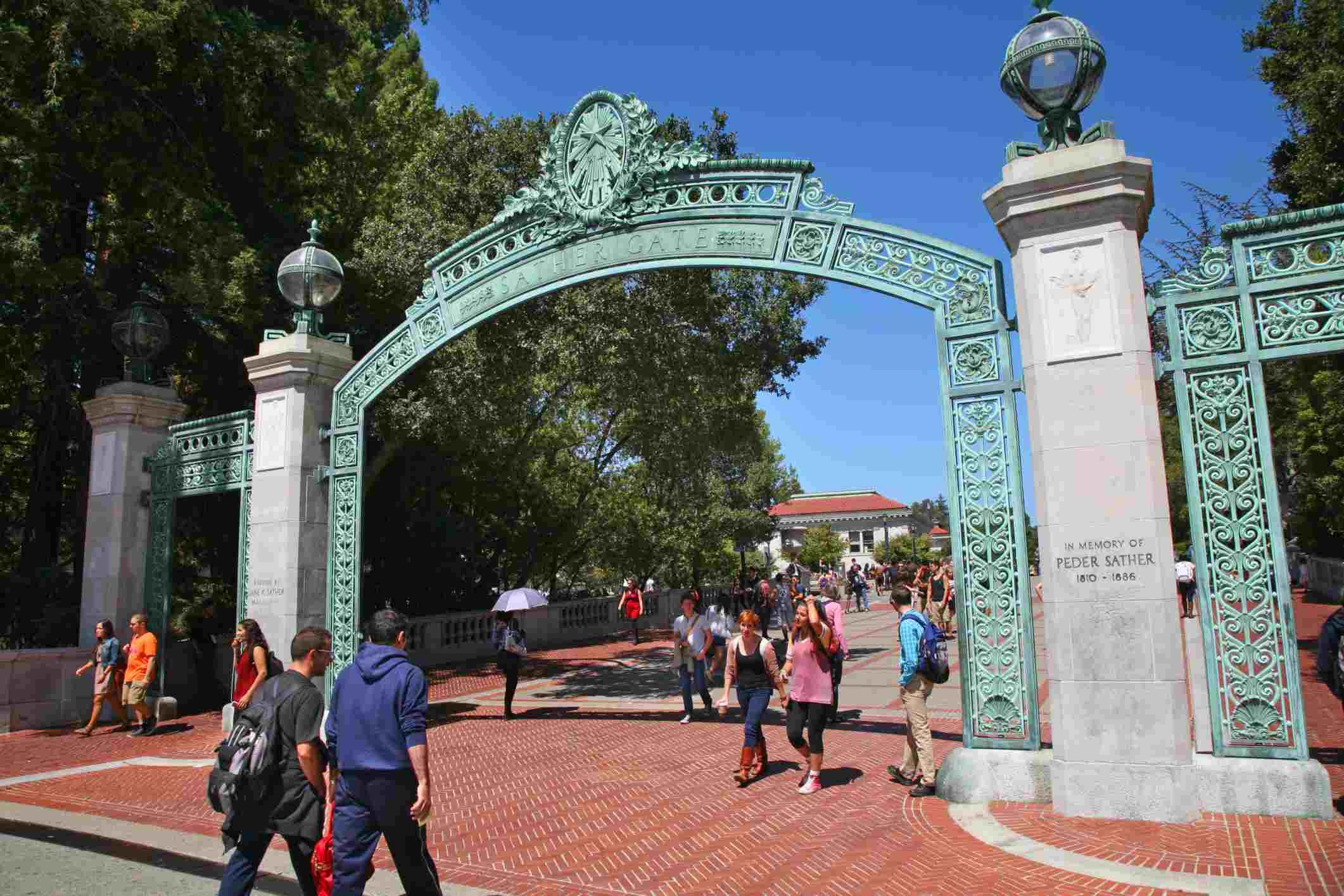 Berkeley es considerada la mejor universidad pública. Tiene, entre otros, un excelente programa de ingeniería.