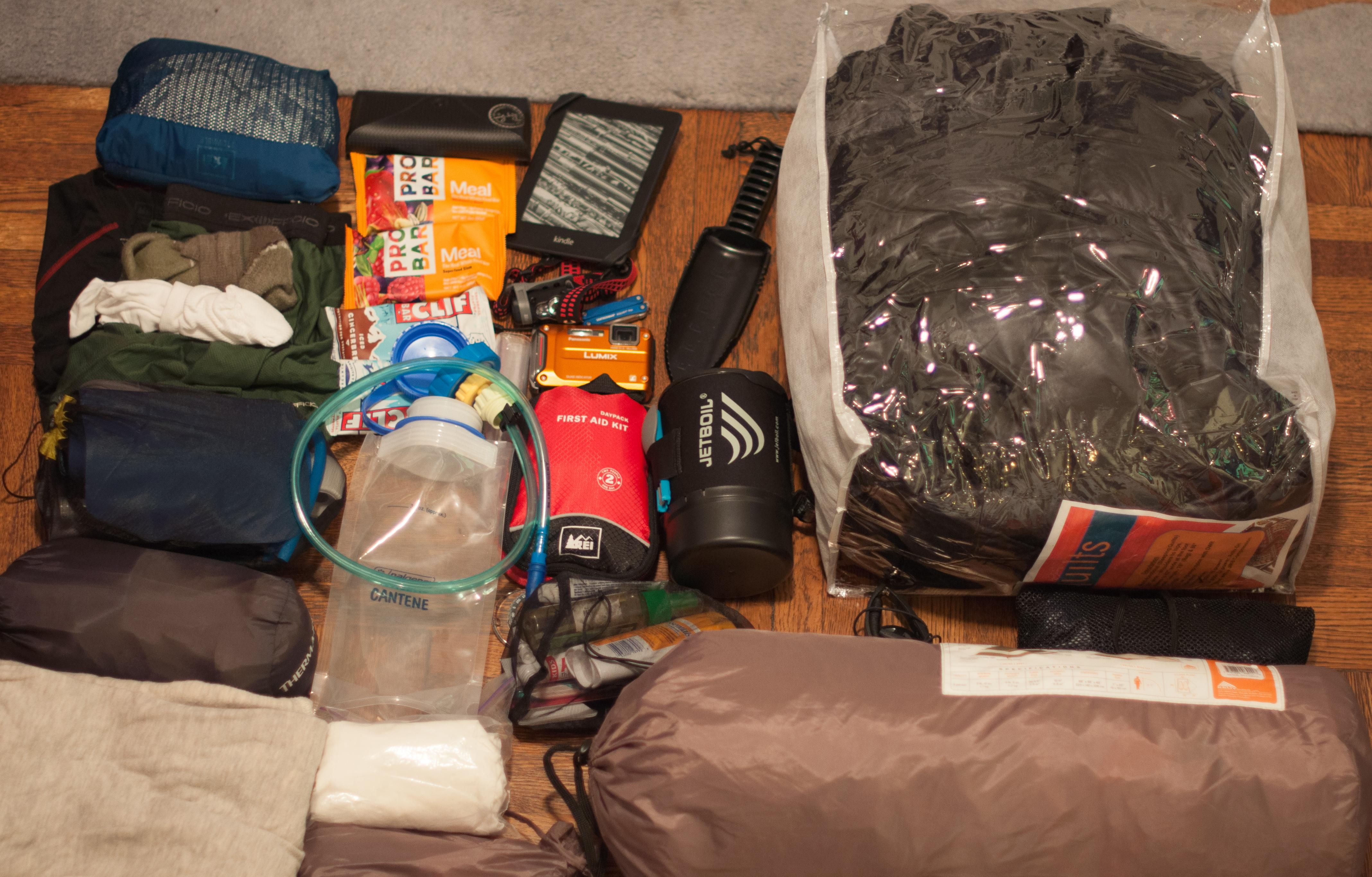 26981cdf78 10 Essentials for an Overnight Hike