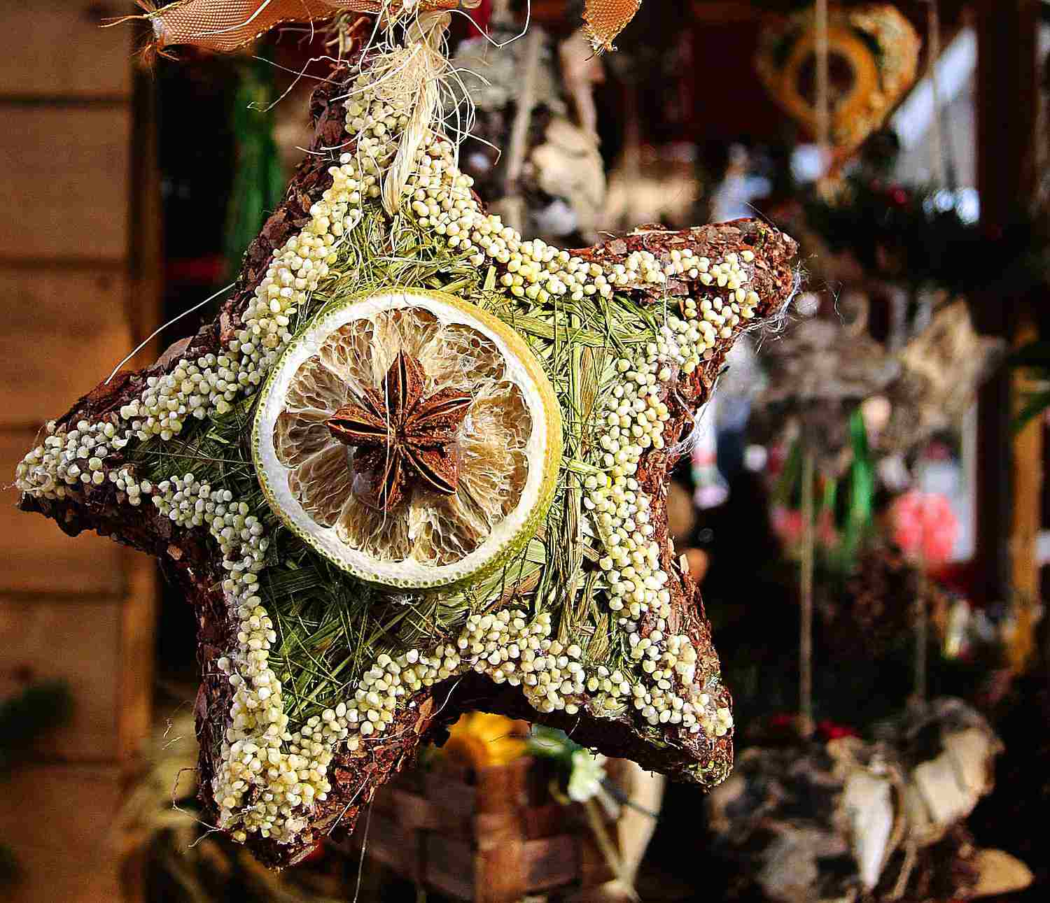 What to Put on a Pagan Holiday Tree