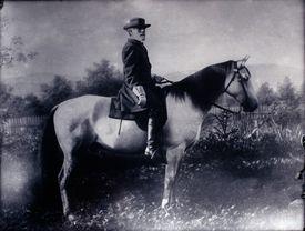 General Robert E. Lee mounted on horseback in black and white.