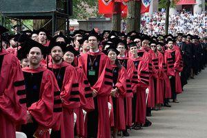 Estudiantes universitarios el día de su graduación