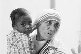 Mother Theresa holding young boy from a Calcutta orphanage