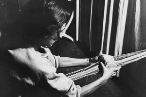 Photograph of Anni Albers card weaving at Black Mountain College.