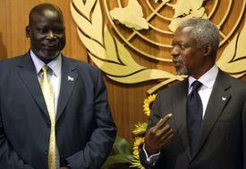 Dr. John Garang, leader of the Sudan People's Liberation Movement, (L), at September 7, 2004 meeting with UN Secretary General Kofi Annan at the United Nations in New York City.