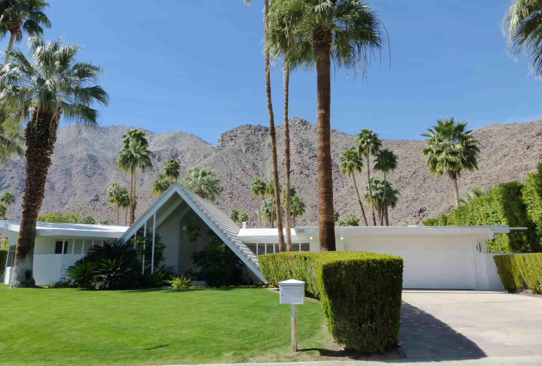 Au milieu du siècle moderne maison Miss Suisse Style de Palm Springs